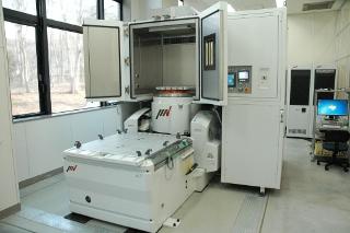 複合環境試験装置(恒温恒湿槽付き振動試験機)